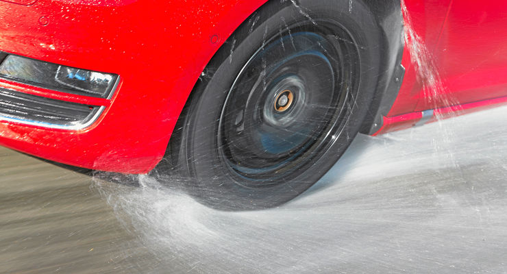 AMS Sommerreifentest 2013 Reifen Test Bremstest Aquaplaning