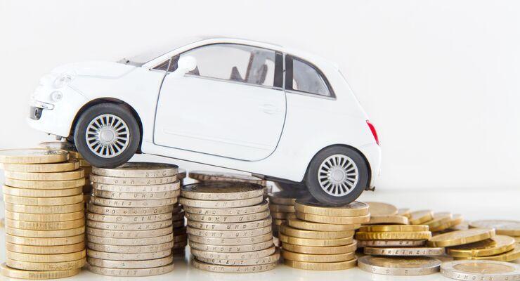AdobeStock  auto auf geldmünzen