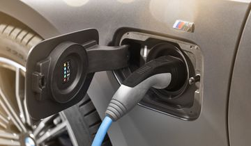 BMW_3_Series_Plug-in_Hybrid-056