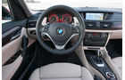 BMW X1, Hochglanz-Materialien, Cockpit