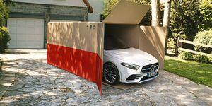 Die Auslieferung von Mercedes-Benz Neuwagen erfolgt ab sofort kontaktlos und unter Einhaltung weitreichender Hygienemaßnahmen direkt an die Wunschadresse. Begleitet wird dieser Service von attraktiven Konditionen im Mercedes-Benz Online Store.null
