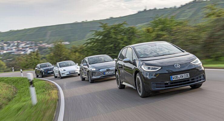 Hyundai Ioniq Elektro, Kia e-Niro, Tesla Model 3, VW ID3