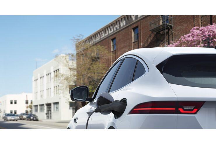 Jaguar E-Pace, Plug-in Hybrid, Ladesäule, laden