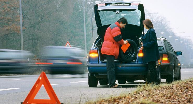 Kracht es auf einer Privatfahrt, kann dies unter Umständen als Arbeitsunfall gelten.