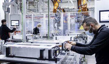 Mercedes-EQ startet Produktion von Batteriesystemen für den EQS und baut Elektro-Kompetenz weiter aus  Mercedes-EQ starts production of battery systems for the new EQS and expands EV expertise
