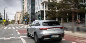 Mercedes EQC, 2019, Elektroauto, E-Auto, schräg, hinten, links, fahrend