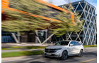 Mercedes EQC, 2019, Elektroauto, E-Auto, schräg, links, vorne, fahrend,