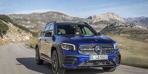 Mercedes GLB, blau, schräg, vorne, links