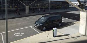 Peugeot e-Traveller 2021, E-Auto, laden, Ladesäule