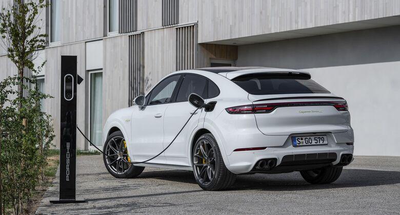 Porsche Cayenne Coupé 2020, Turbo S E-Hybrid, Ladesäule, laden