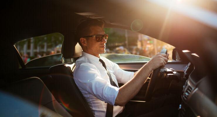 Privatfahrten mit dem Geschäftswagen müssen versteuert werden. Über die Höhe gibt es neuen Streit.