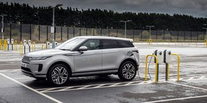 Range Rover Evoque 2021, laden, Ladestation