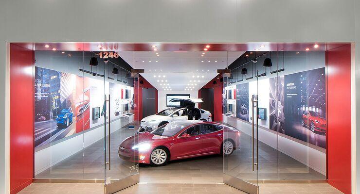 Tesla Store 2021