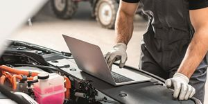 Werkstatt, Reparatur, Autoreparatur, Mechaniker, Daten auslesen, Diagnose